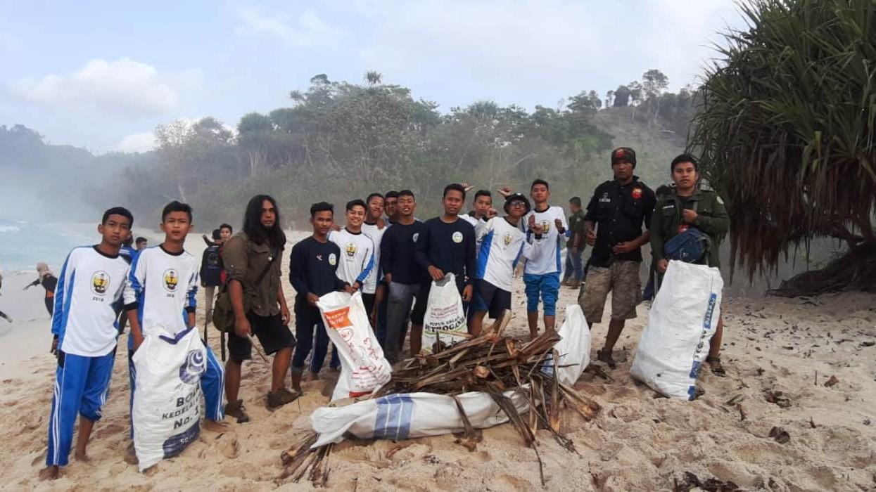 Badan Kemaritiman NU Tulungagung Ajak Bersihkan Pantai Ngalur