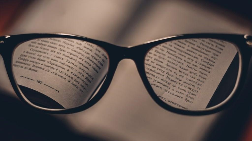 Kenapa Ada Orang Pakai Kacamata?
