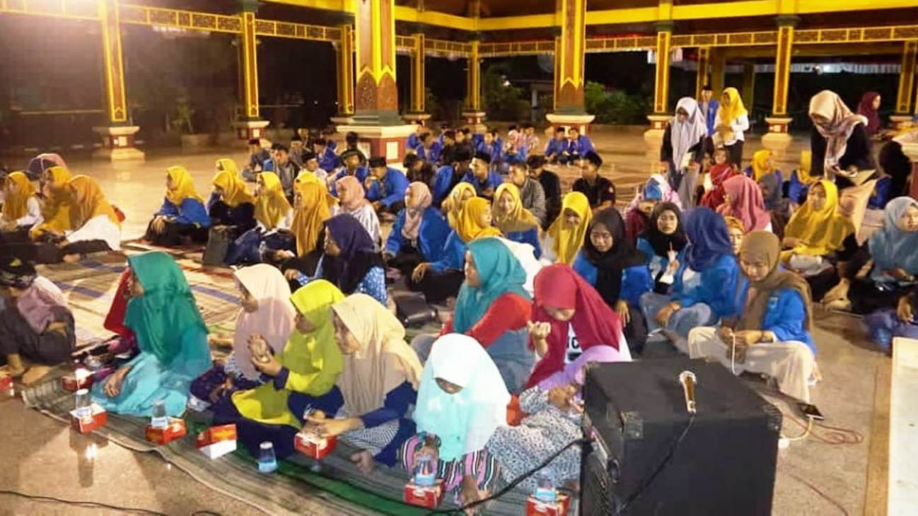 PMII Universitas Trunojoyo Bangkalan Gemakan Shalawat di Pendopo