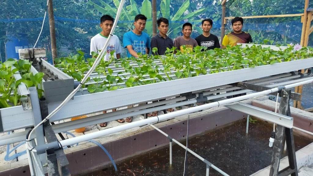 Santri Lintang Songo dan Mahasiswa UNU Yogyakarta Kembangkan Kolam Berteknologi Industri 4.0