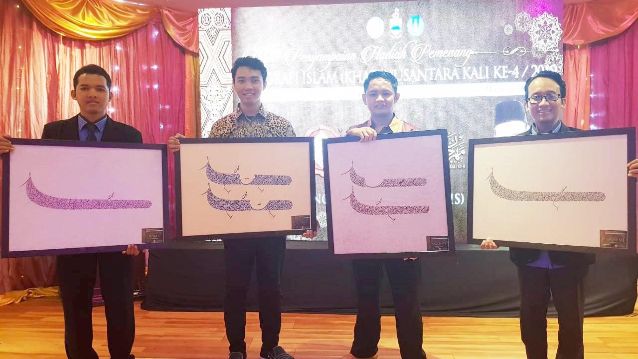 Santri Sekolah KaligrafiDenanyar Raih Juara Satu Kaligrafi di Malaysia