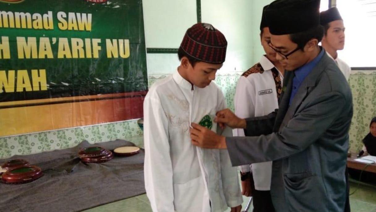 MA Ma'arif Jenggawah Ganti Badge OSIS dengan Logo IPNU