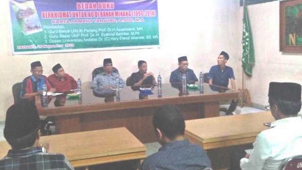 Guru Besar PTN di Padang Bedah Buku 'Berkhidmat untuk NU di Ranah Minang'