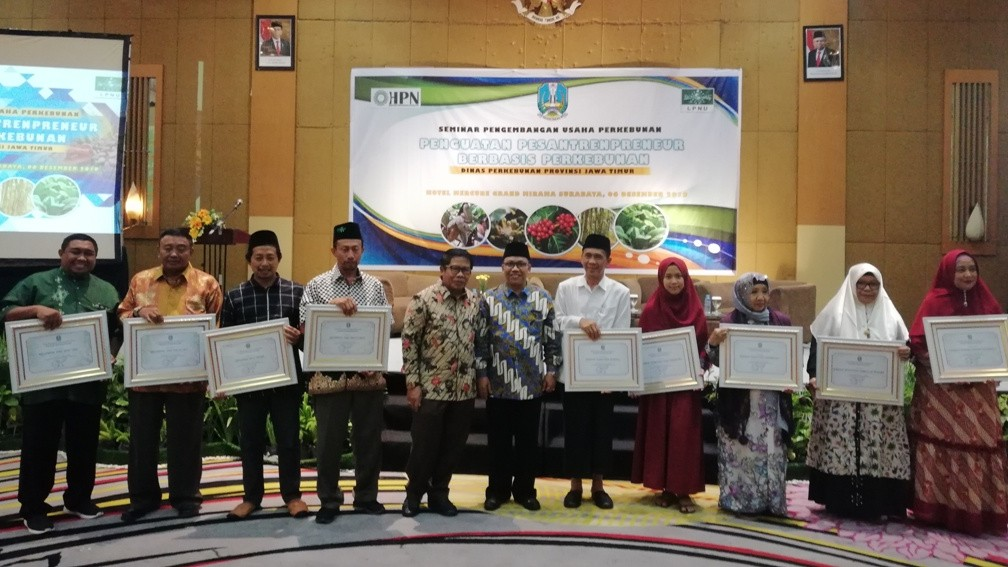 Disbun Jatim Beri Penghargaan Pesantrenpreneur Berbasis Perkebunan