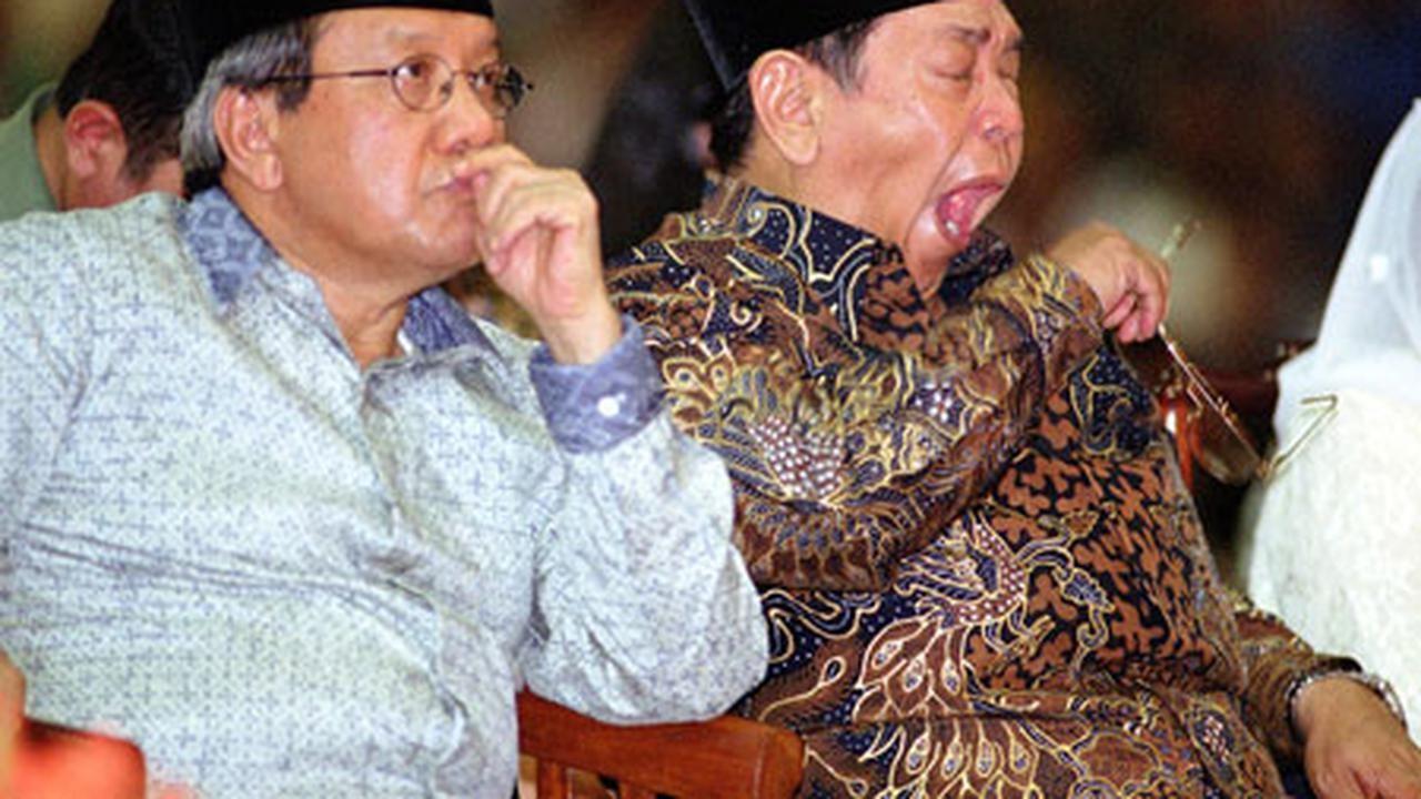 Hangat Dingin Hubungan Akbar Tanjung dan Gus Dur