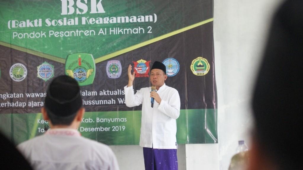Al-Hikmah 2 Latih Santri Terjun ke Masyarakat lewat Bakti Sosial Keagamaan