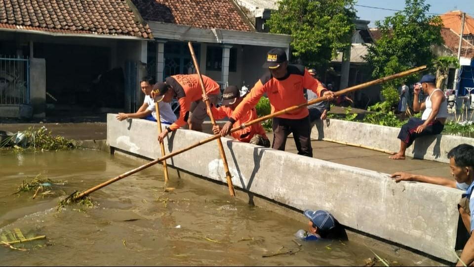 Siaga Bagana di Jombang Bersihkan Sungai untuk Cegah Banjir
