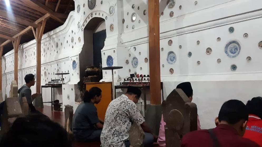 Potret Keberagaman di Makam Sunan Gunung Jati