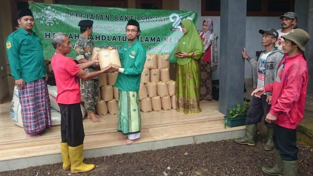 NU Cisarua Bogor Salurkan 1 Ton Beras untuk Dhuafa