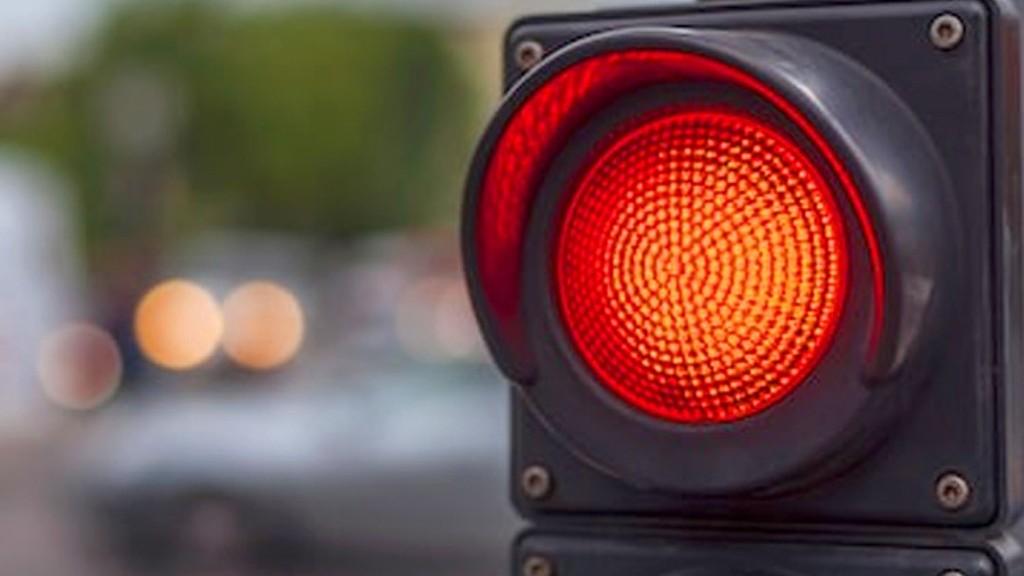Polisi Menerobos Lampu Merah