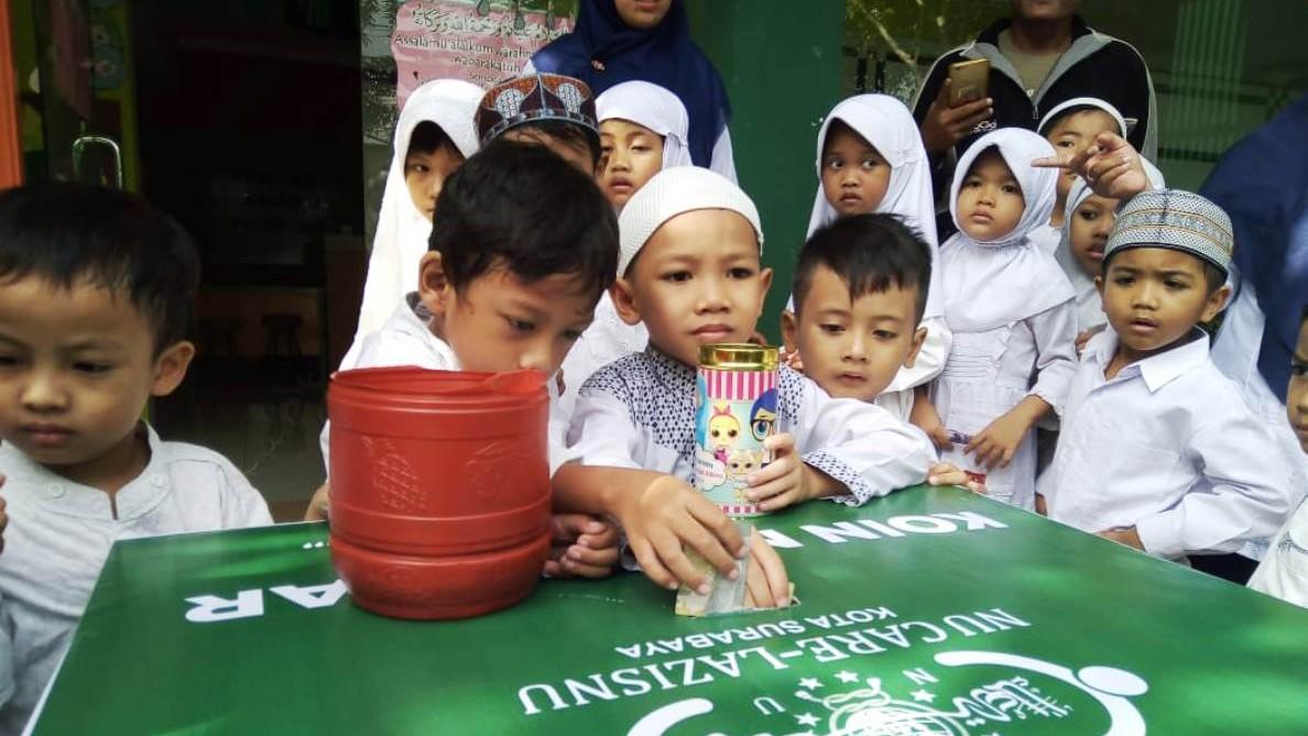 Sejumlah Anak di Surabaya Rela Pecahkan Celengan Demi Muktamar