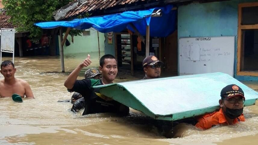 GP Ansor Subang Terjunkan Banser Siaga Bencana Evakuasi Korban Banjir