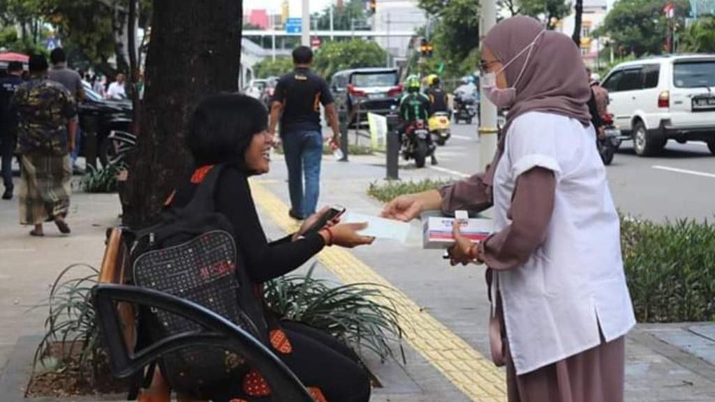 Bantu Masyarakat Cegah Corona, LAZISNU Bagikan Masker Gratis