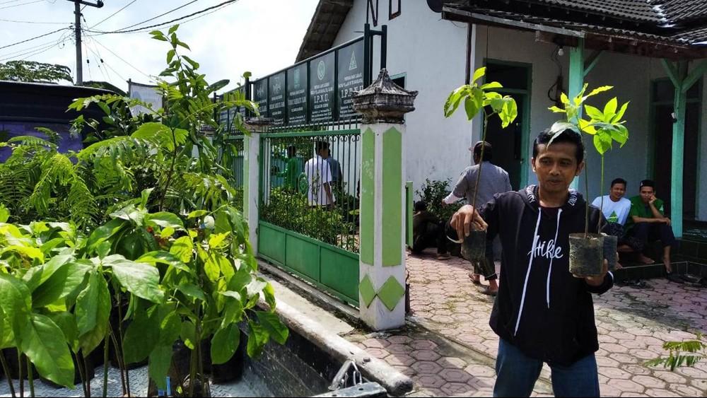 Peringati Harlah NU, Ansor Senori Tuban Pilih Tanam 1000 Pohon