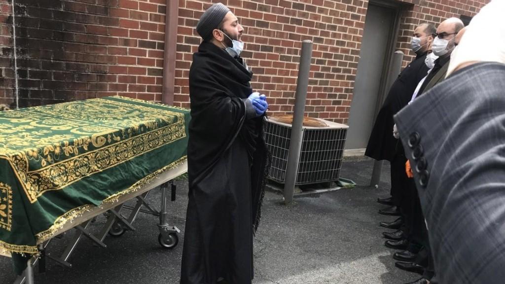 Tak Dimandikan, Jenazah Muslim Korban Covid-19 di AS Disucikan dengan Tayamum
