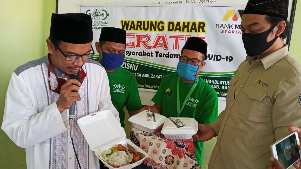 Warung Dahar Gratis LAZISNU Karawang Bagikan 2000 Paket Nasi di 11 Kecamatan