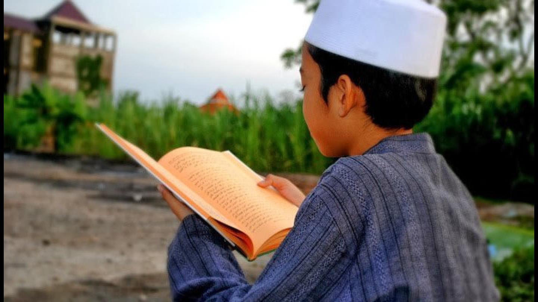 Pandangan Islam tentang Anak yang Memaksa ke Pesantren Tanpa Restu Orang Tua