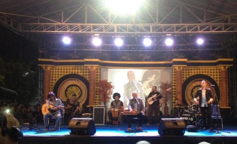 Histeria Grup Musik Debu di Induk Pesantren Indonesia