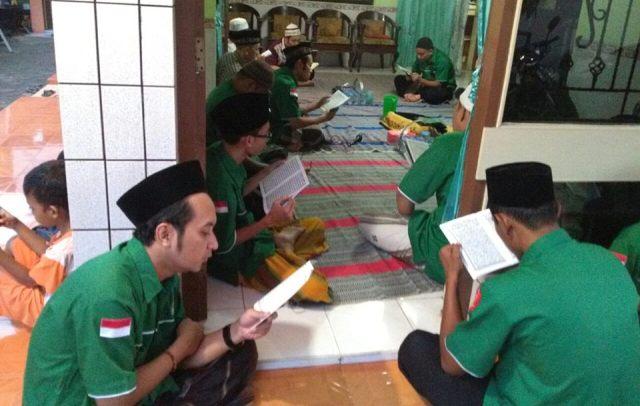 Puluhan Kader GP Ansor Kudus Doakan Nyai Hj Siti Fatma