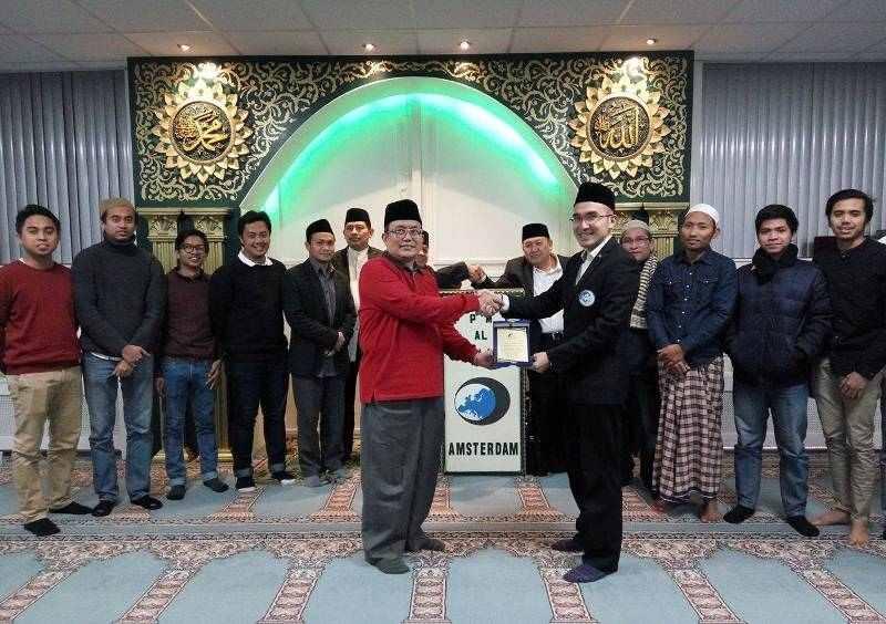 100 Muslim Belanda Ikuti Terapi Zikir Talqin