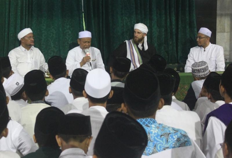 Warga Inggris Ini Mengaku Tertarik Islam karena Akhlaknya