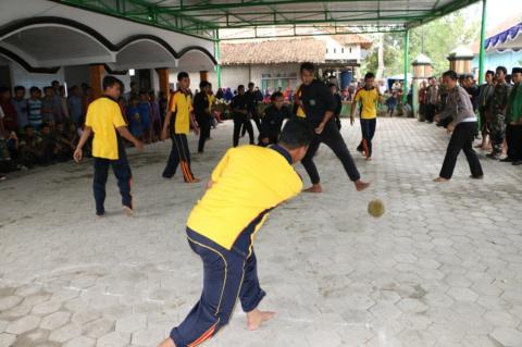 Banser, Pagar Nusa, Polisi, dan TNI Adu Sepak Bola Durian