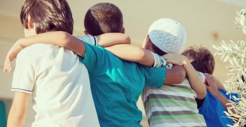 Khutbah Idul Fitri: Mari Perkuat Persaudaraan dan Perdamaian!