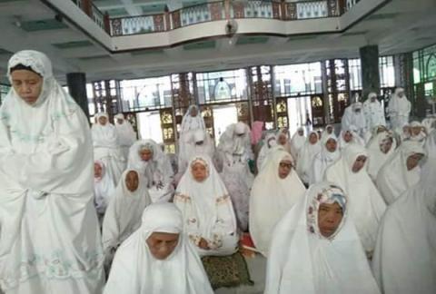 Muslimat NU Pamekasan Rawat Sarwah Kubro dengan Istighotsah