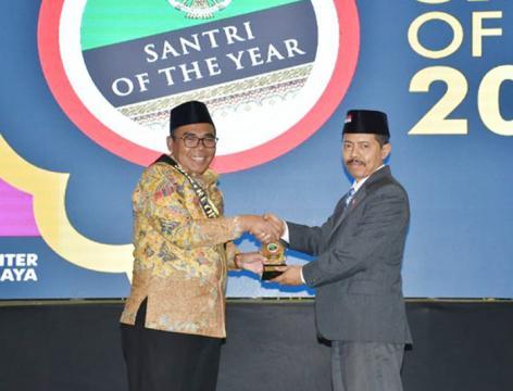 Bupati Pekalongan Raih Santri of The Year 2018