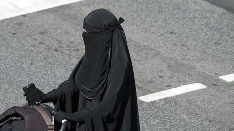 Apakah Suami Berhak Melarang Istri Bercadar?