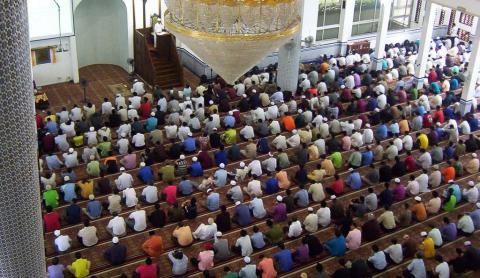 Bolehkah Imam atau Khatib Jumat dari Kampung Lain?