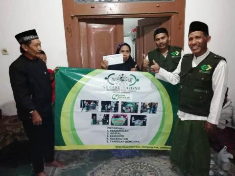 UPZISNU Kepatihan Santuni Warga dari Hasil 342 Kaleng Koin