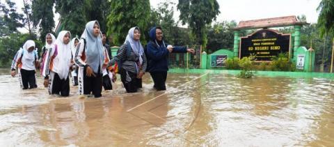 PWNU Jatim Peduli Kirim Bantuan Kesehatan ke Lokasi Banjir Ngawi