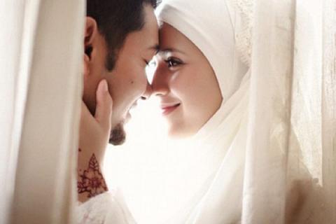 Ini Keutamaan Senyum Istri untuk Suami dalam Hadits Nabi