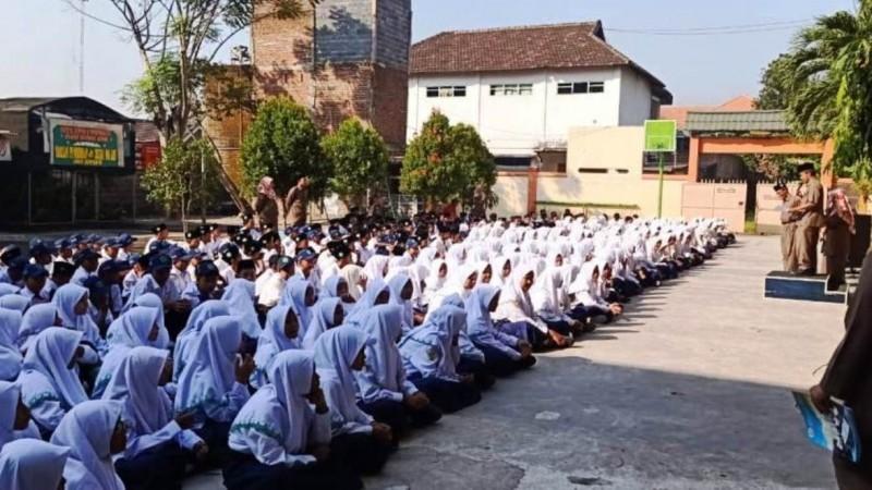 Madrasah di Sidoarjo Ini Terapkan Aturan Bebas Sampah