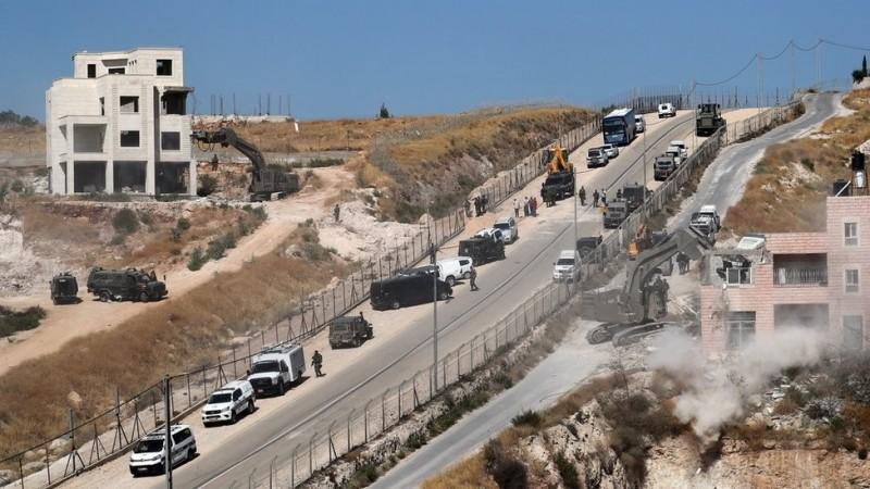 Warga Palestina Tinggal di Jalan Usai Rumahnya Dihancurkan Israel