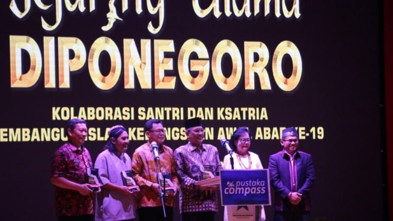 Zainul Milal Bizawie Luncurkan Buku Jejaring Ulama Diponegoro