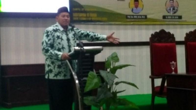 Ketua PCNU Jember, KH Abdullah Syamsul Arifin saat memberikan sambutan dalam Seminar Nasional Pengembangan Pendidikan Karakter Abad 21 di Era Zonasi di auditorium Al-Farabi, Gedung FKIP Universitas Jember