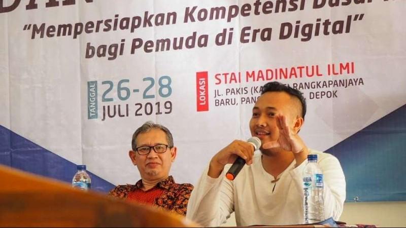 Pendiri Lembaga Visi Indonesia, Muhammad Abdul Idris dan Rektor STAI Madinatul Ilmi, Asep Kusnadi saat membuka Kelas Komunikasi dan Menulis, Jumat (26/7) di Depok, Jawa Barat.
