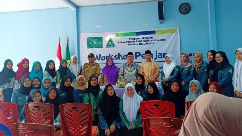 IPPNU DKI Jakarta Manfaatkan Sampah Plastik untuk Seni Ekobrik