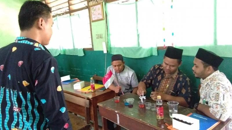 Di Jombang, Guru MI Sulap Botol Bekas Jadi Media Belajar Kreatif di Sekolah