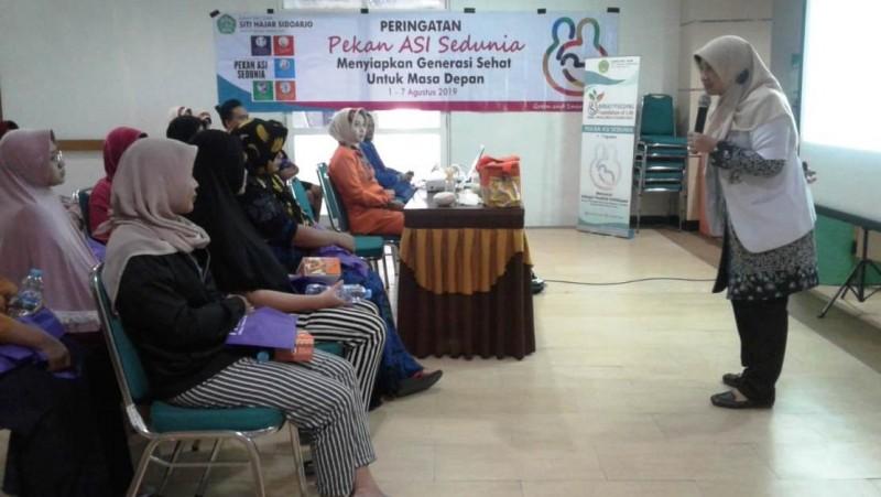 Penyuluhan pentingnya ASI bagi bayi di RSI Siti Hajar, Sidoarjo, Jatim.