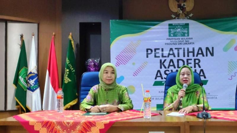 Ketua PW Muslimat NU DKI Jakarta Hj Hizbiyah Rochim (kanan). (Foto: NU Online)
