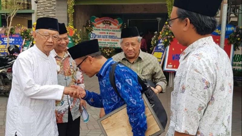 Gus Sholah di acara Harlah ke-120 Pesantren Tebuireng, Jombang, Jatim