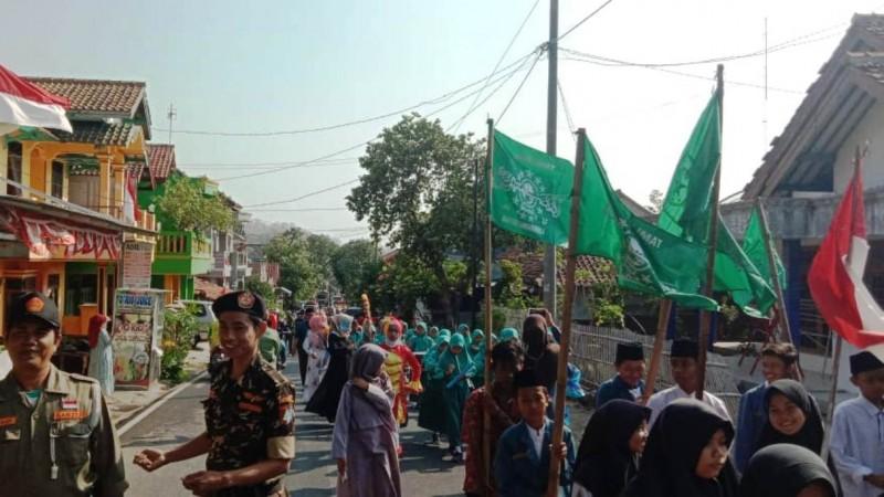 90 Yatim di Kawasan Brebes Terima Santunan Muharram