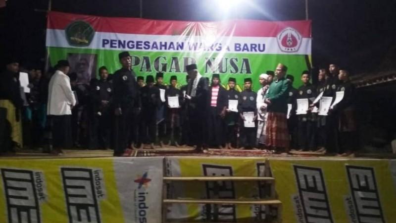 Pengesahan anggota baru Pagar Nusa Mandung, Kokop, Bangkalan, Jatim. (Foto: NU Online/Abdul Mannan)