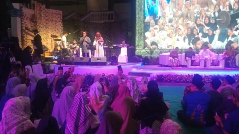 Bala Santri Meriahkan Malam Kebudayaan Pesantren di Asshiddiqiyah