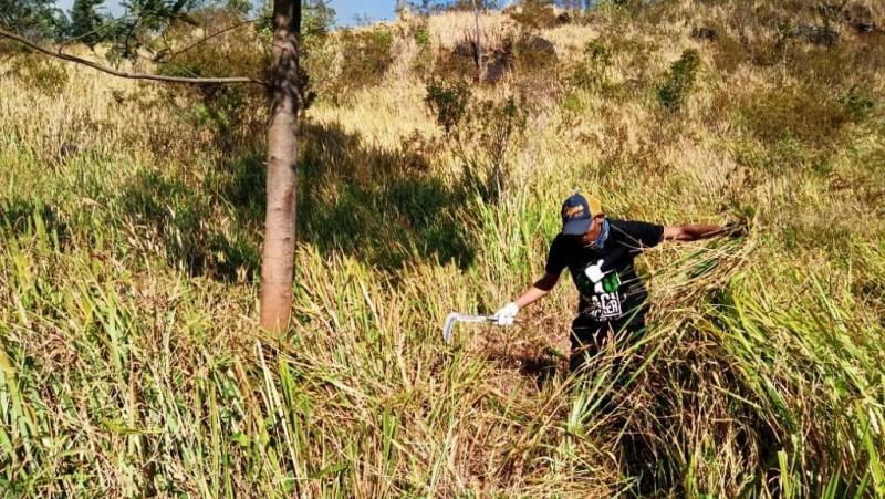LPBINU dan NU Backpacker Mojokerto Padamkan Kebakaran Hutan