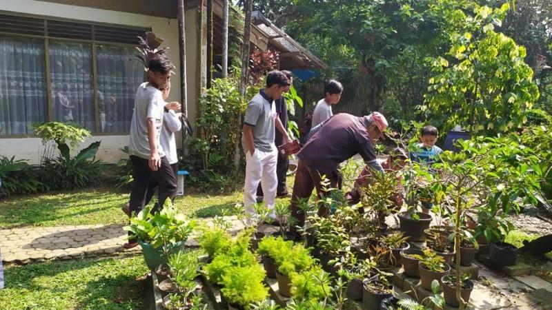 Praktik Kerja Pertanian Santri Darul Fallah Bogor