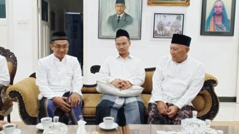 Gus Baha, Mbah Moen dan KH M Hasyim Asyari